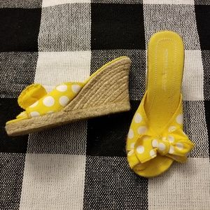 NWOT yellow backless wedge -polka dot & bow detail